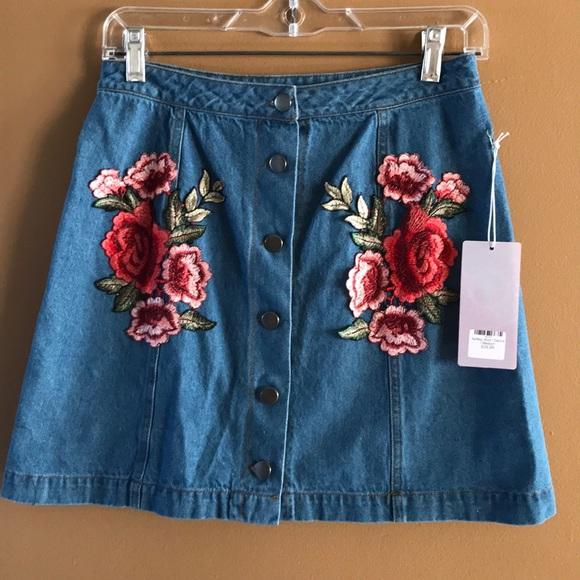 onetheland Dresses & Skirts - NWT embroidered denim skirt